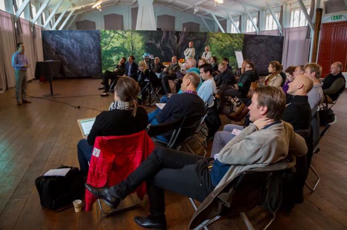 På Shiftlägret tränar sig deltagarna på att presentera sig själv och sin idé. Foto: Per Nerström.