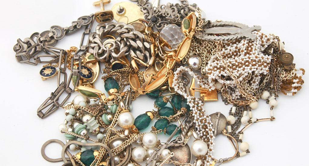Oäkta smycken kan innehålla tungmetaller