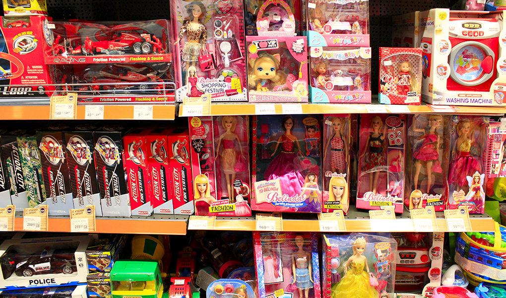 lbutikshylla med leksaker