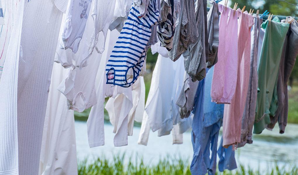 Kläder på ett klädstreck