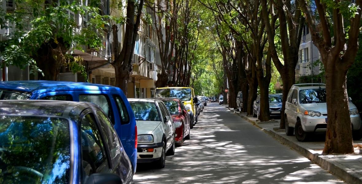 Bilar på gata